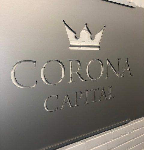 Corona Capital logo toimistomme seinälle